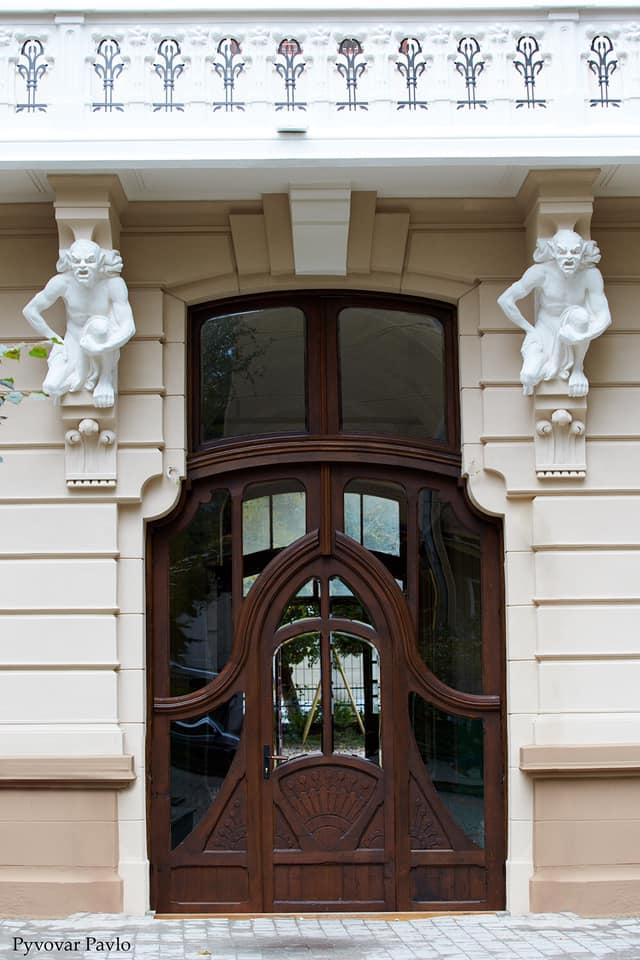 У Франківську відреставрували ще одну архітектурну пам'ятку - містичний «Будинок з химерами» ФОТО