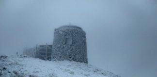 Вершину гори Піп Іван притрусило снігом та вдарив мороз ФОТО