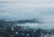 У мережі показали неймовірні світлини Косова у тумані