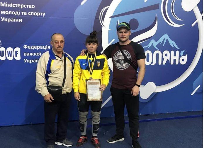 Юна прикарпатка стала чемпіонкою України з важкої атлетики ВІДЕО