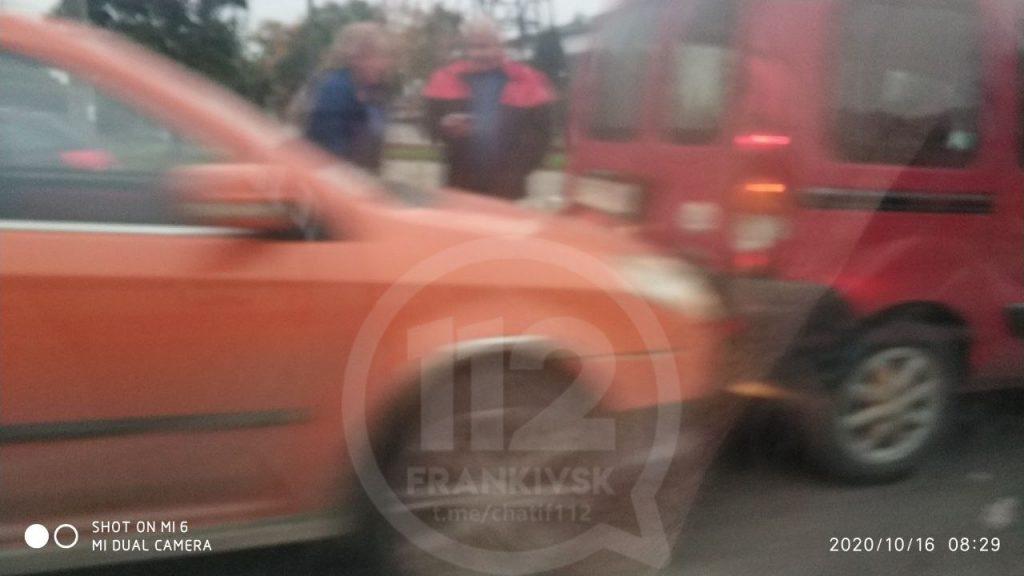 Ранкова ДТП на Набережній ускладнила рух автотранспорту ФОТО