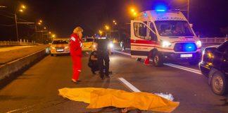 На Франківщині легковик на смерть розчавив чоловіка, який лежав посеред дороги