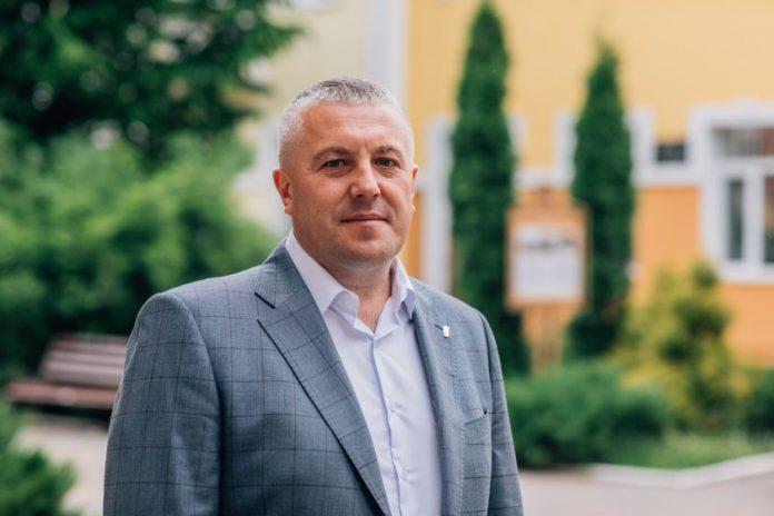 Прикарпатський депутат-свободівець, який наче б то постраждав від повені, отримав компенсацію та придбав нове авто