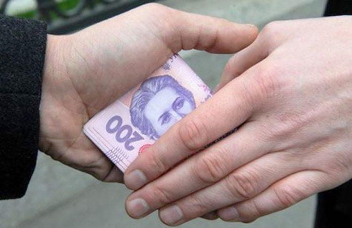 Франківець намагався відкупитись від патрульних хабарем у 200 гривень