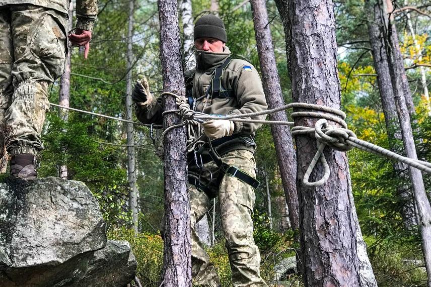 Бійці прикарпатської «десятки» тренуються у горах ФОТО