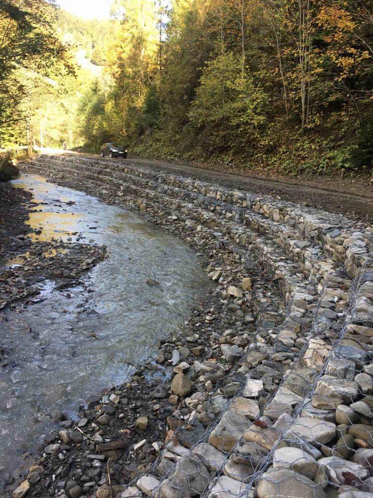 На Івано-Франківщині відновлюють пошкоджені паводком дороги ФОТО