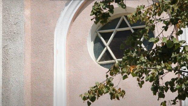 Руйнівна злива у Франківську стала перевіркою якості ремонтних робіт у 120-річній синагозі