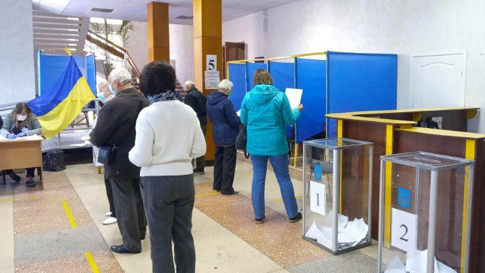 У Франківську тільки 40% виборців прийшли проголосувати