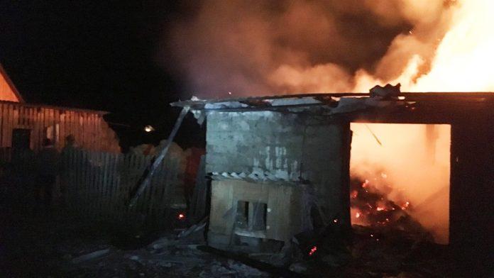 Прикарпатські рятувальники гасили пожежу кімнати в житловому будинку