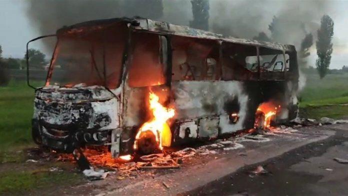 Підпал чи неприємна випадковість? Минулої доби на Франківщині згорів пасажирський автобус ВІДЕО