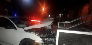 Вночі у середмісті Франківська авто влетіло в сходову клітку будинку ФОТО