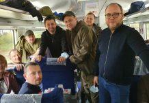 """""""Що ви зробили для цієї армії? Продалися!"""": поїздка """"Слуг народу"""" на Донбас почалася з конфлікту з ветеранами. Відео"""