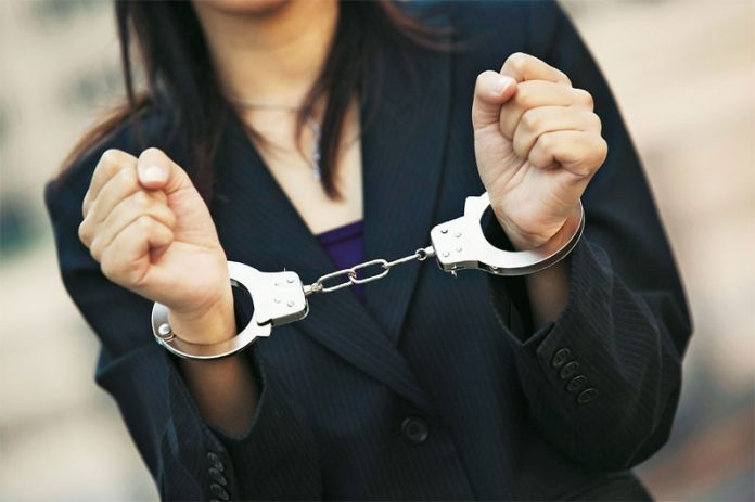 На Прикарпатті касирка, яка поцупила з банку 130 тисяч, заплатить штраф
