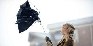Прикарпатців попереджають про сильний вітер
