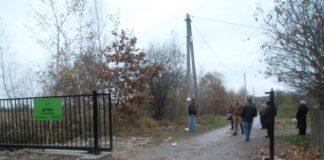 У Франківську демонтують незаконні загорожі