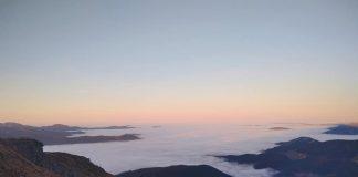 У мережі показали неймовірно красивий світанок на Чорногорі