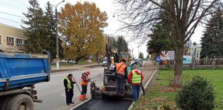 В Отинії триває облаштування інфраструктурних споруд обабіч дороги