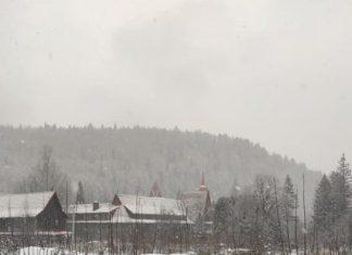 Яремче накриває снігопад
