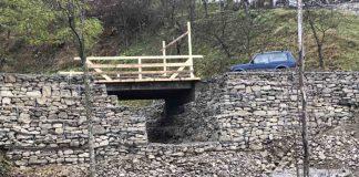 У гірському прикарпатському селі відновили зруйновані повінню берегоукріплення та міст