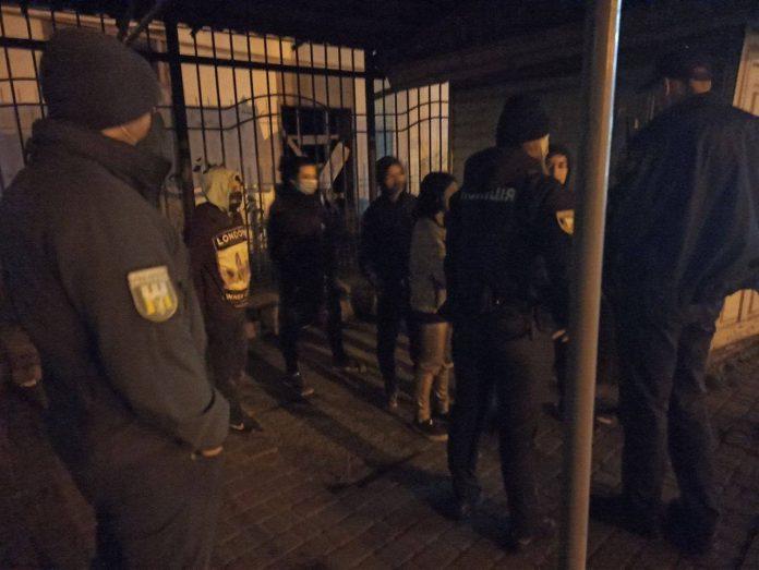 Суд Лінча відміняється: у Франківську правоохоронці затримали групу неповнолітніх ромів, які уночі нападали на жінок по вулиці Селянській ФОТО