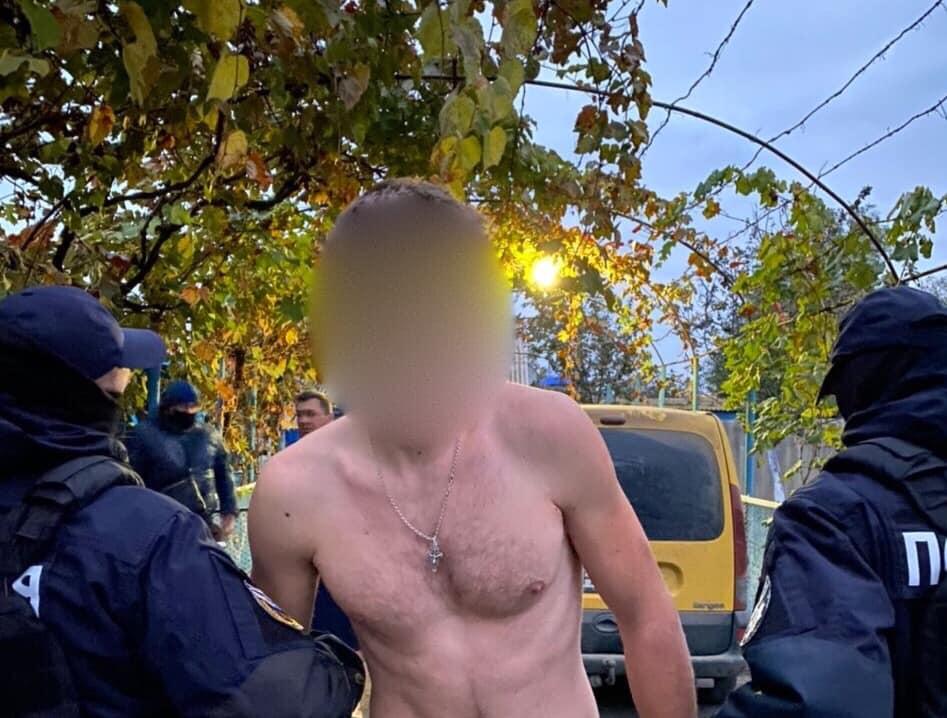 Поліцейські затримали чотирьох одеситів, які вчинили зухвалий розбійний напад на сім'ю прикарпатця ФОТО