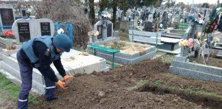 На кладовищі у Коломийському районі натрапили на небезпечну знахідку