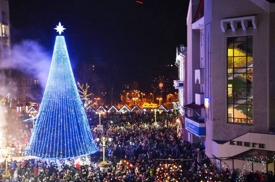 Стало відомо, коли засяє головна новорічна ялинка Івано-Франківська -  PRAVDA.IF.UA: Новини твого міста