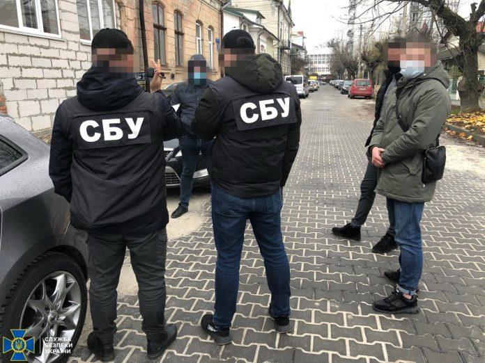 На Прикарпатті за хабарі затримали посадовця Держекоінспекції ФОТО