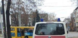 Муніципали виявили у Привокзальному сквері п'яного чоловіка без свідомості ФОТО
