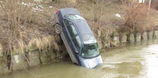 На Франківщині цілий тиждень приховували інформацію про ДТП у якій автомобіль злетів в річку та травмувались люди
