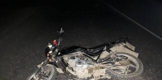На Франківщині 60-річний «байкер» в темну пору доби злетів з дороги та отримав травми