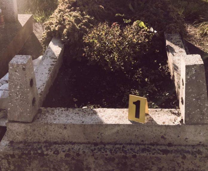 Двоє прикарпатців крали огорожі з могил, аби здати їх на металобрухт ФОТО
