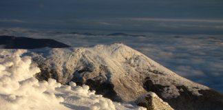 У мережі показали неймовірні світлини зимового ранку у вкритих снігом Карпатах ФОТОРЕПОРТАЖ