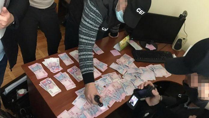 Франківський суд помістив під варту керівницю місцевого телеканалу, яка вимагала хабарі у своїх підлеглих