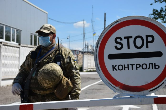 Франківець намагався дати хабар українським прикордонникам, щоб ті не відправили його на самоізоляцію