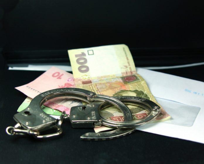 За хабар у 400 доларів судитимуть екс-начальника одного з відділів ДСНС Франківщини