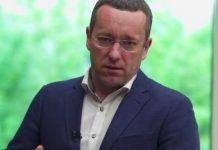 «Слуга народу» Петруняк на засіданні Ради розглядав фото голих грудей