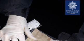 У Франківську за одну ніч патрульні виявили відразу декількох осіб із наркотиками