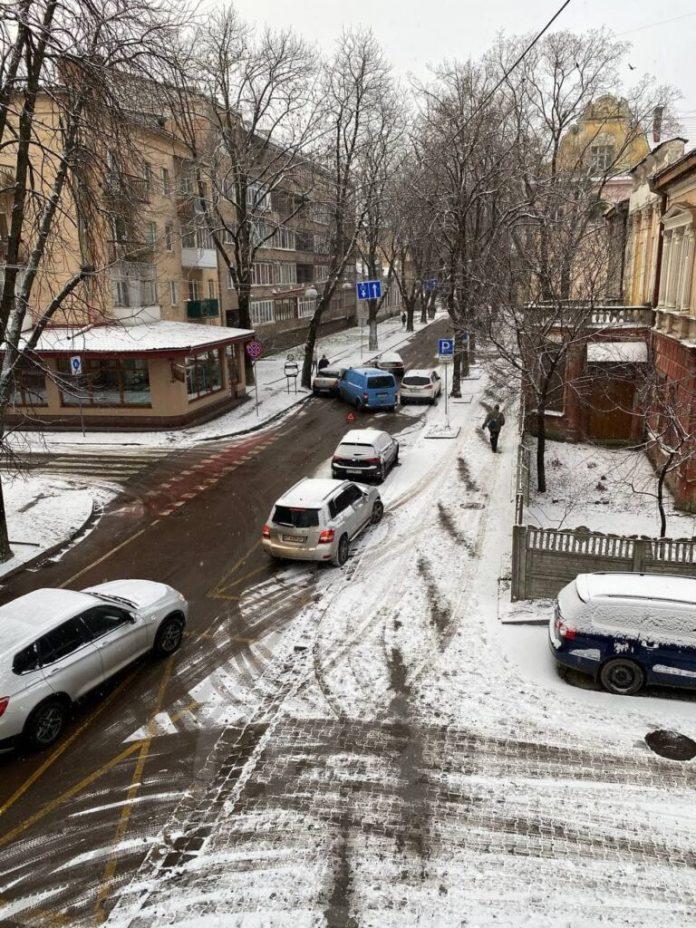 Ранкова ДТП у середмісті Франківська: рух автотранспорту заблоковано