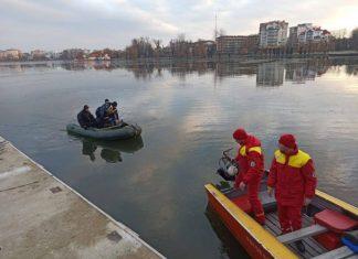 У Франківську припинили масштабні пошуки потопельника, який зник на міському озері