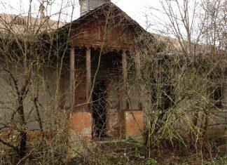 Моторошне село-привид: у покинутому прикарпатському селі мешкає усього лише троє людей