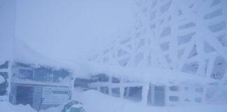У Карпатах випало пів метра снігу: негода триватиме ще два дні