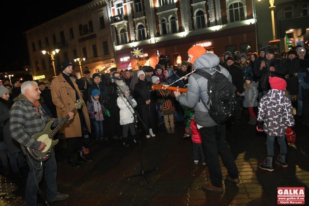В середмісті Франківська влаштували масове колядування ФОТО та ВІДЕО