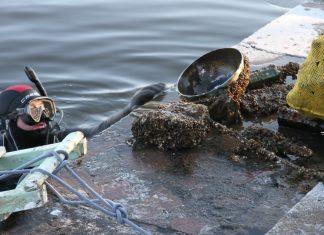 Бруківка, шини та скло: водолази підняли з дна франківських водойм десятки кілограмів сміття