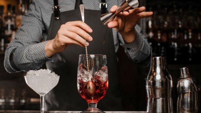 Неадекват, який п'яним напав на бармена в магазині Франківська, відбувся умовним терміном
