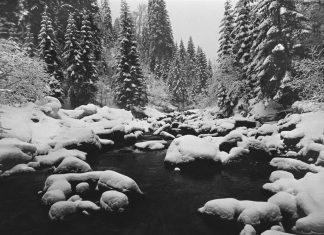 П'яний прикарпатець посеред ночі впав у зимовий Прут