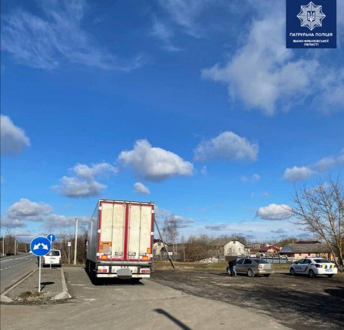 На Франківщині водій-порушник пропонував патрульним хабар у розмірі 200 гривень
