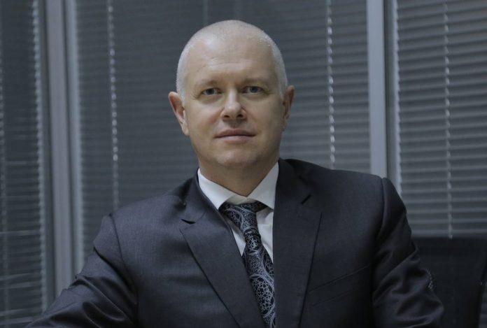 Колишній менеджер ПриватБанку Володимир Яценко прямо з ізолятора переписав на родичів цілий статок ВІДЕО