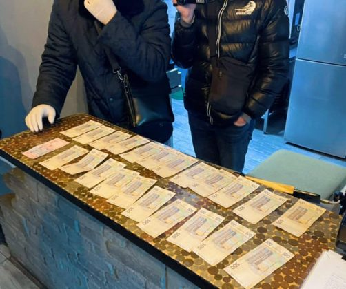 Військовослужбовець вимагав хабар з прикарпатця, який намагався уникнути призову на строкову військову службу